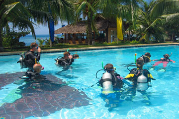 scuba diving lessons in a tropical swimming pool